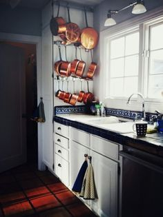 15 Creative Ideas To Organize Pots And Pans Storage On Your Kitchen | Shelterness