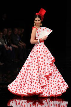 Wappíssima - Simof 2017 - Luis Fernández - 2017 Flamenco Costume, Flamenco Skirt, Flamenco Dresses, Propositions Mariage, Fashion Illustration Dresses, Spanish Fashion, Tribal Dress, Designs For Dresses, Festival Wear