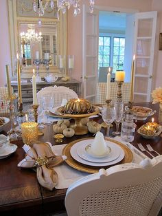 Thanksgiving tablescape | Create an elegant romantic Thanksgiving table setting for two | #Designthusiasm