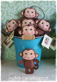 felt need a barrel for the monkeys Hand Puppets, Finger Puppets, Felt Christmas Ornaments, Kids Christmas, Felt Diy, Felt Crafts, Operation Christmas Child, Felt Patterns, Felt Fabric