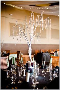 modern-centerpiece-without-the-mirror-thing-on-the-bottom