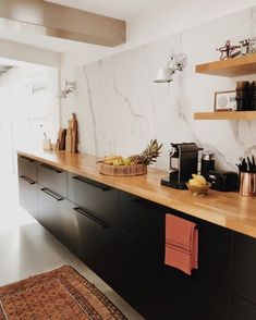 How to design your kitchen design in a thematic area – lamp ideas Best Kitchen Layout, Kitchen Layout Plans, Galley Kitchen Design, Small Galley Kitchens, Galley Kitchen Remodel, Home Kitchens, Rustic Kitchen, New Kitchen, Kitchen Decor