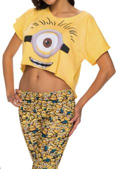 This Women's Minions Crop Top is the perfect gift for any Despicable Me fan! Despicable Me Costume, Minion Costumes, Funny Costumes, T Shirt Costumes, Diy Halloween Costumes For Women, Halloween Party, Old Women, Plus Size Women, Minions