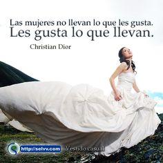 Las mujeres no llevan lo que les gusta. Les gusta lo que llevan.  Christian Dior http://selvv.com/vestido-casual/