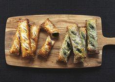 本日9/19(土)より、 GLOUGLOU REEFURの焼きたて自家製パイがTAKEOUTメニューに登場いたします!  サクサク食感が嬉しいパイのフィリングは「鳴門金時のスウィートポテトパイ」と「抹茶レモンパイ」の2種類。  おやつにも、おみやげにもぴったりな焼きたてパイを、是非一度ご賞味ください。  LEFT:「鳴門金時のスウィートポテトパイ」1P 380yen  RIGHT:「抹茶レモンパイ」1P 380yen  #GLOUGLOUREEFUR #MAISONDEREEFUR #REEFURWEB