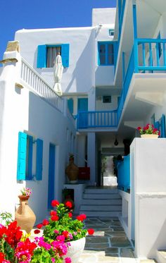 Breezy courtyard in Mykonos, Greece • photo: Jenna Estelle on TrekEarth