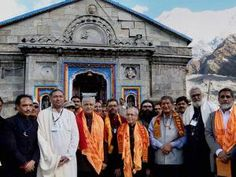 President Pranab Mukherjee along with  Governor of Uttarakhand, KK Paul and Chief Minister of Uttarakhand Harish Rawat during a visit to Kedarnath Temple