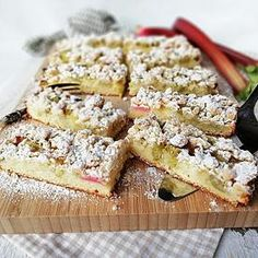 Rhabarber-Streusel-Kuchen Rhubarb crumble cake, a great recipe from the baking category. Rhubarb Crumble Cake, Baking Recipes, Cake Recipes, Food Cakes, Cakes And More, Great Recipes, Food And Drink, Breakfast, Chef Cake