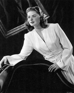 Ingrid Bergman in White Dress Black and White High Quality Photo Old Hollywood Movies, Golden Age Of Hollywood, Vintage Hollywood, Hollywood Glamour, Hollywood Actresses, Classic Hollywood, Actors & Actresses, Hollywood Style, Vanessa Redgrave
