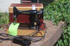 1954 Vintage Singer Portable Sewing Machine 99K w/case Excellent