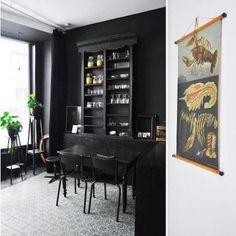 """Situé dans le quartier de la mode à Anvers, en Belgique, à une rue seulement du Musée de la Mode, Sleep in the City est un ensemble de trois """"shopping appartements"""" disponibles à la location de cou..."""