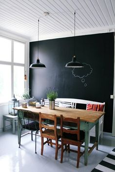 peinture-ardoise-table-bois-massif-chaises-assorties-style-shabby