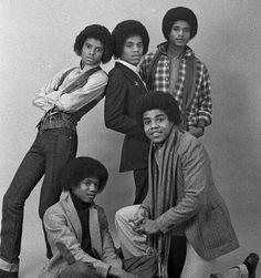 The Jacksons by Peter Mazel Jackie Jackson, The Jackson Five, Jackson Family, Janet Jackson, Photos Of Michael Jackson, Michael Jackson Smile, Familia Jackson, Jermaine Jackson, Gary Indiana