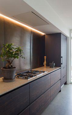 Wooden Kitchen, Kitchen And Bath, New Kitchen, Kitchen Room Design, Kitchen Interior, Kitchen Decor, Brown Kitchens, Cabin Kitchens, Stainless Kitchen