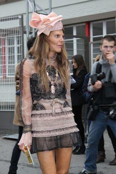 anna dello russo, valentino, abito di pizzo, abito rosa cipria http://www.pensorosa.it/celebrities/anna-dello-russo-veste-di-pizzo-valentino-docet.html