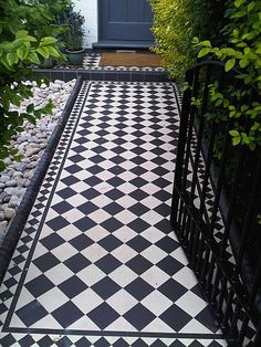 Garden path tiles courtyards 58 ideas garden 50 magnificent diy mosaic garden path decorations for your inspiration Porch Tile, Patio Tiles, Outdoor Tiles, Front Garden Path, Front Path, Garden Paths, Victorian Front Garden, Victorian Terrace, Edwardian Haus