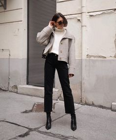 Minimal fashion, love fashion, korean fashion, simple outfits, layering out Looks Street Style, Autumn Street Style, Looks Style, Parisian Street Style, Parisian Wardrobe, Teen Vogue, Classic Outfits, Simple Outfits, Casual Outfits