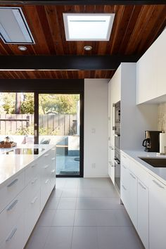 Tips for making sustainable kitchen modern 2019 30 Joseph Eichler, Casa Eichler, Eichler House, Home Decor Trends, Home Decor Styles, Clad Home, Kitchen Trends, Kitchen Ideas, Kitchen Modern