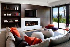 aménagement de salon avec un canapé confortable et une cheminée