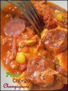 pour 2 personnes ( 8 ProP  - 200 gr d'Escalope de Poulet  - 6 fines rondelles de Chorizo  - 1/2 Gousse d'Ail  - 1/2 Oignon émincé  - Thym - 4 Champignons de Paris  - 6 tranches de Bacon  en lamelles  - 1 boite de pulpe de Tomates (400 gr)  - 1/4 de Poivron Rouge ou Vert  - 1 CS de Maïs  - 2 cc d'Huile d'Olive  - 2 à 3 Gouttes de Tabasco  - Sel Fin - Poivre