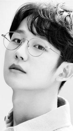 Asian Actors, Korean Actors, He Jin, Korean Drama Romance, Queen Of The Ring, Jung In, Japanese Oni, Happy Wallpaper, Cute Asian Guys