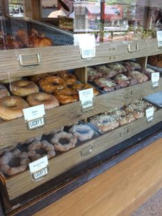 Lucky's Donuts