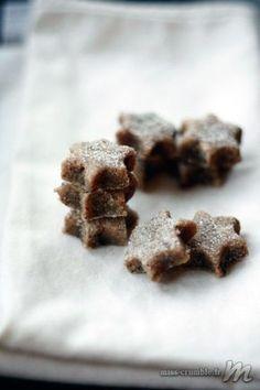 """Recette de petites étoiles à la cannelle (""""zimstern"""") aujourd'hui. Gourmandises à manger en une bouchée, que vous pourrez réaliser avec ou sans glaçage. Le"""
