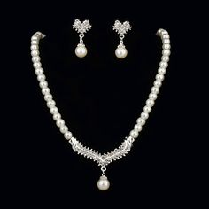 Stylish Pearls With Rhinestone Women's Jewelry Set Including Necklace,Earrings – USD $ 14.99
