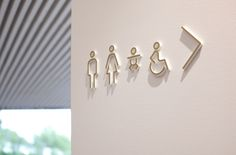 Accesibilidad y señalización de los baños en Serlachius Museum Gösta Washroom Signage, Toilet Signage, Restroom Signs, Hotel Signage, Office Signage, Environmental Graphic Design, Environmental Graphics, Wc Icon, Wayfinding Signs