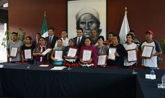 Entrega el gobernador de Michoacán reconocimientos a artesanos michoacanos que serán galardonados en la XLI edición del Gran Premio Nacional de Arte Popular 2016 – Morelia, Michoacán, 14 de junio ...