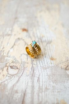 vintage gold filigree ring with turquoise