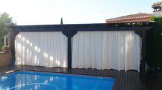 Cortinas y estores para pérgola realizada con loneta especial para exterior de gran resistencia al sol e impermeable.