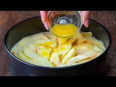 Dejte to do trouby! Výborný koláč - více jablek než těsta! - YouTube Mashed Potatoes, Cheese, Cooking, Ethnic Recipes, Youtube, Food, Sweet Desserts, Breakfast, Ethnic Food
