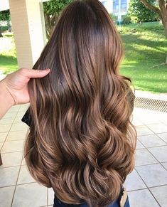 21 Stunning Examples of Caramel Balayage Highlights for 2019 - Style My Hairs Brown Hair Balayage, Brown Blonde Hair, Hair Highlights, Ombre Hair, Blonde Honey, Color Highlights, Luxury Hair, Silky Hair, Gorgeous Hair