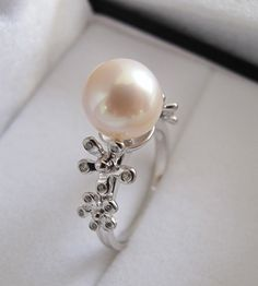 Pearl ring, I think it would look better with a smaller pearl Pearl Ring, Pearl Jewelry, Jewelry Box, Jewelry Accessories, Pearl Earrings, Girly Stuff, Girly Things, Pearl And Lace, My Precious