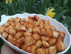 Reteta culinara Crutoane picante sau Kubeti din categoria Piine. Cum sa faci Crutoane picante sau Kubeti Cake, Ethnic Recipes, Food, Kuchen, Essen, Meals, Torte, Cookies, Yemek