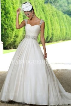 A-Line/Princess Strapless Chapel Train Tulle Wedding Dress
