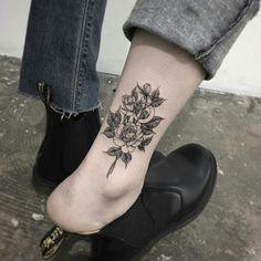 Piercing Tattoo, I Tattoo, Piercings, Plant Tattoo, Skin Art, Body Mods, Flower Tattoos, Blackwork, Best Makeup Products