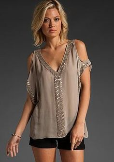 Parker Aztec Blouse Kyle Richards Cold Shoulder Top at Lisas - like the color and sleeves Fashion Cover, Fashion Tv, Look Fashion, Fashion Outfits, Big Blonde Hair, Diy Clothes, Clothes For Women, Summer Outfits, Cute Outfits