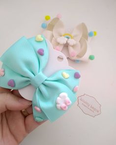 Laços, Artesanato e inspirações! Ribbon Hair Bows, Diy Hair Bows, Diy Bow, Diy Ribbon, Handmade Hair Bows, Making Hair Bows, Girls Hair Accessories, Girls Bows, Baby Bows