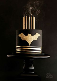 Minimalist black-and-gold Batman cake - really nice!!