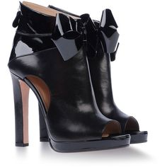 Varnished effect Bow detailing. Rear zip closure Leather sole Round toeline Cut-out detailing Covered heel . Material:Leather