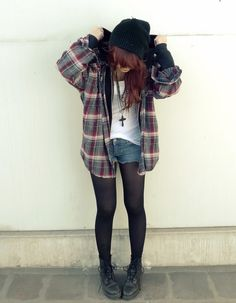 Love grunge fashion. This brings me back to the good old days. I dressed just like this for the longest time. Lol