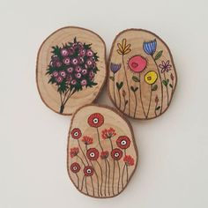 Fridge magnets are now available with your favorite customized design 😍 Wood Slice Crafts, Barn Wood Crafts, Wood Burning Crafts, Wood Burning Art, Coaster Crafts, Pottery Painting Designs, Wood Circles, Got Wood, Wood Rounds