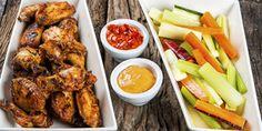 Grilliresepti broilerin siiville: Buffalo wings, paholaisen kastiketta, valkosipulimajoneesia ja grillatut dippivihannekset. Lisää grilliruokia osoitteesta www.grillaamo.fi