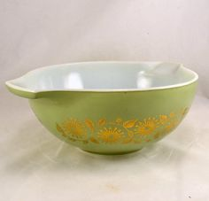 New to ChicMouseVintage on Etsy: Pyrex Bowl - Sage Green Gold Medallion 1962 Promotional Hostess  #443 - 2 1/2 Qt. (25.00 USD)