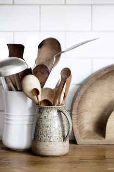 Smart Ways to Store Your Kitchen Tools Piece Stainless Steel Kitchen Utensils & Gadget Set with Utensil Hanging. Piece Stainless Steel Kitchen Utensils & Gadget Set with Utensil Hanging. Boho Kitchen, Rustic Kitchen, Country Kitchen, New Kitchen, Kitchen Ideas, Kitchen Decor, Wooden Kitchen, Kitchen Gifts, Kitchen Styling