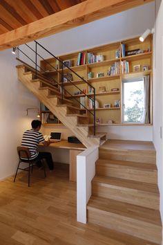 インテリア・レイアウト実例・収納 写真 in 2020 Home Stairs Design, Interior Stairs, Home Room Design, Dream Home Design, Home Office Design, Home Interior Design, Small House Design, Small Home Offices, House Stairs