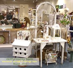 ChiPPy-SHaBBy+Booth+WI+Antique+%26+Vintage+Show.jpg (1261×1186)