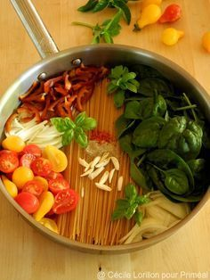 One pot pasta aux épinards - Kitchenware Yummy Veggie, Veggie Recipes, Lunch Recipes, Pasta Recipes, Healthy Dinner Recipes, Vegetarian Recipes, Enchilada Pasta, Pasta Primavera, Pasta Tomate